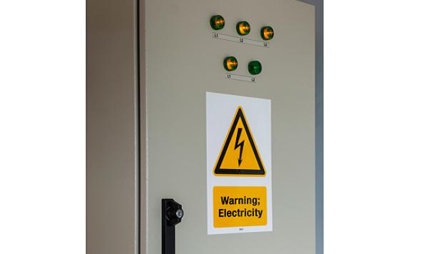 w012 sähkö korkeajännite varoitustarra